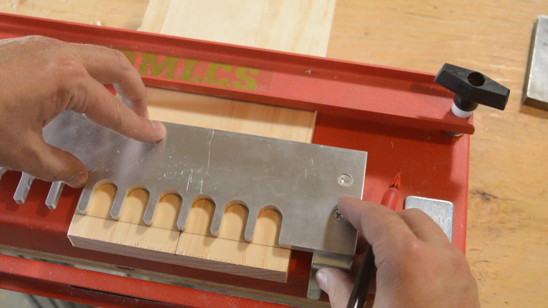 Using the Center Template of the MLCS Dovetail Jig.