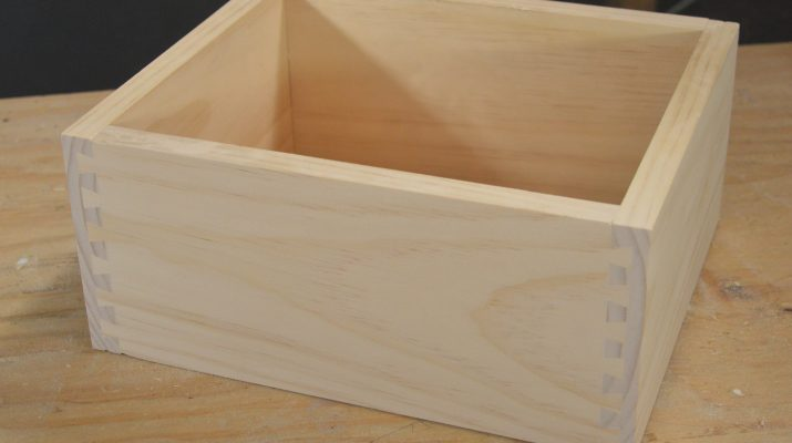 Completed box made with the MLCS Dovetail Jig.