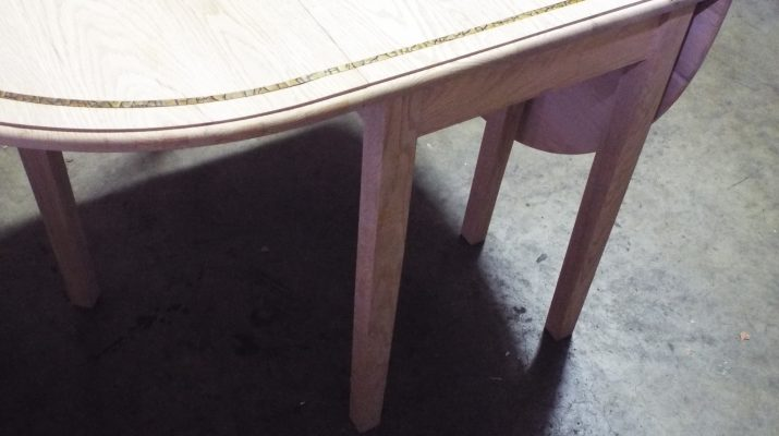A MLCS-crafted drop leaf table.